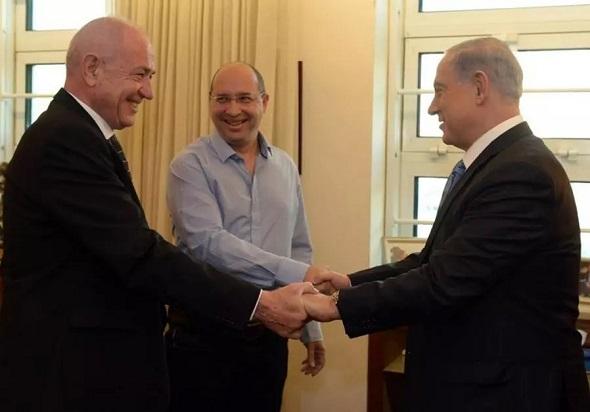 Foto van Netanyahu en Nissenkorn